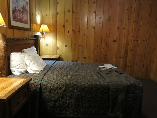 Pines Motel: the bedroom
