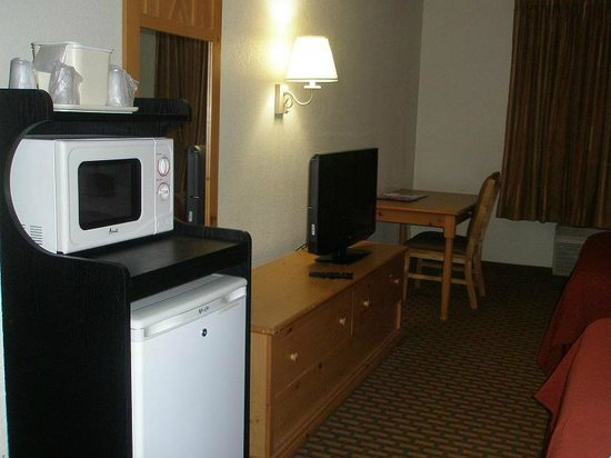 Quality Inn: Micro, Fridge, TV, desk