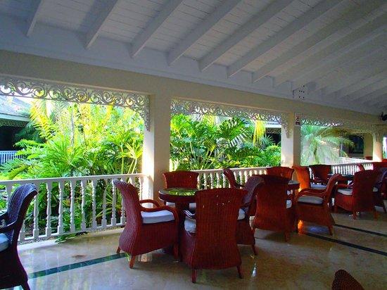 Grand Bahia Principe El Portillo: lobby piscine
