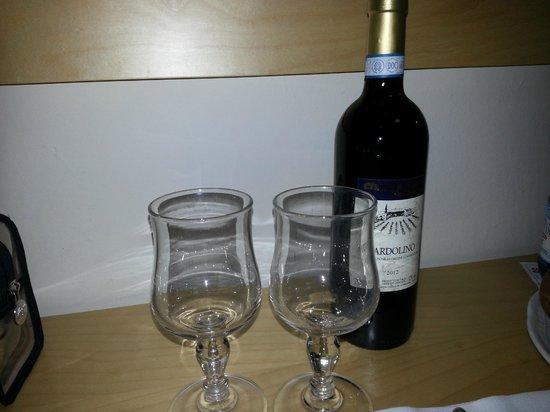 Hotel Sporting Baia: vino di dubbia provenienza