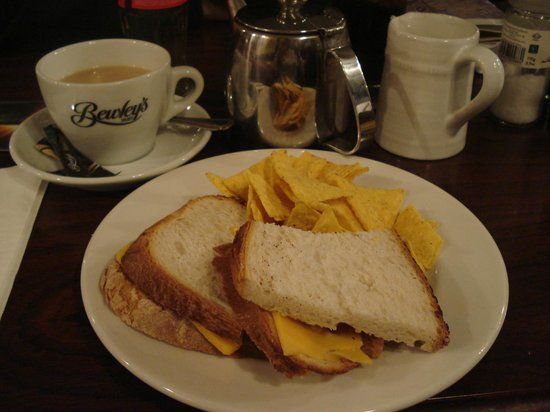 Metropole hotel: Cheese and pickle sandwich