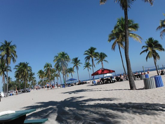 BEST WESTERN PLUS Oceanside Inn: Plage à quelques pas de l'hôtel