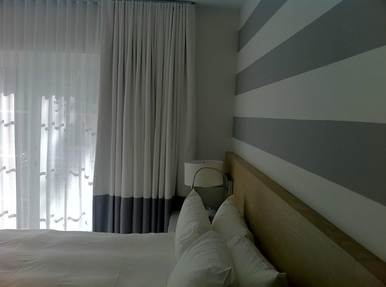 Pestana South Beach Art Deco Hotel: room decor