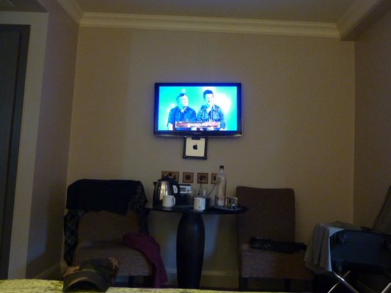 Radisson Blu Edwardian Mercer Street Hotel: TV