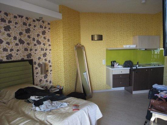 Steris Elegant Beach Hotel Apartment: room