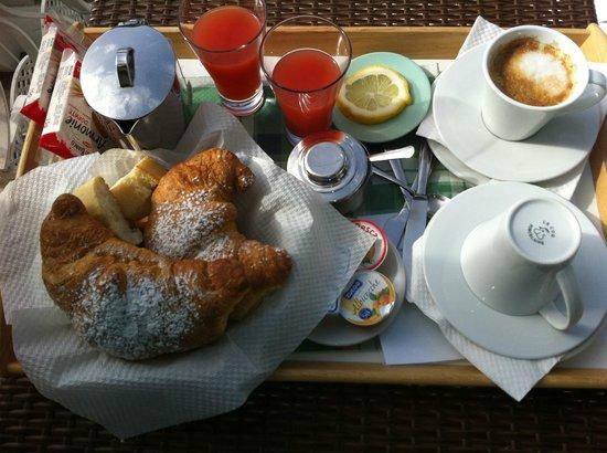 Hotel Villa delle Palme: Colazione servita in camera