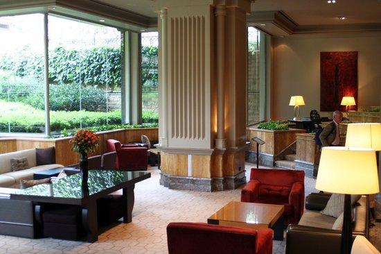 Grand Hyatt Istanbul: Lounge looking to garden