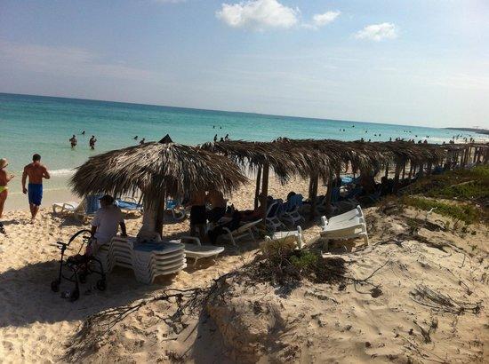 Memories Paraiso Beach Resort: pic from the boardwalk main beach