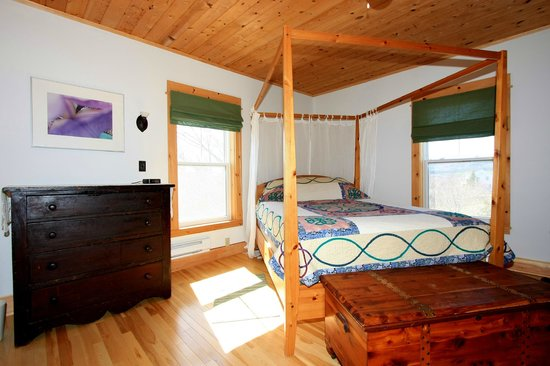 Laurel's Bed and Breakfast : The Rankin  Room.