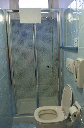 Hotel Casa Yvorio: Blue Bathroom