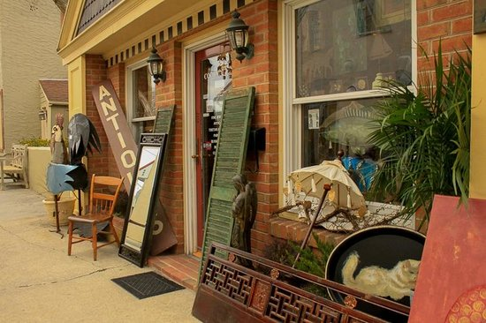 Main Street Berlin: So many fun antique shops.  There's something for everybody