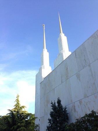 Washington D.C. Temple Visitors' Center: Washington D.C. Temple grounds