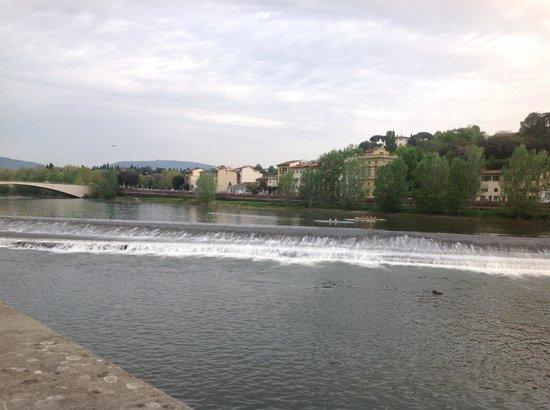 Hotel River: Vista del rio Arno.