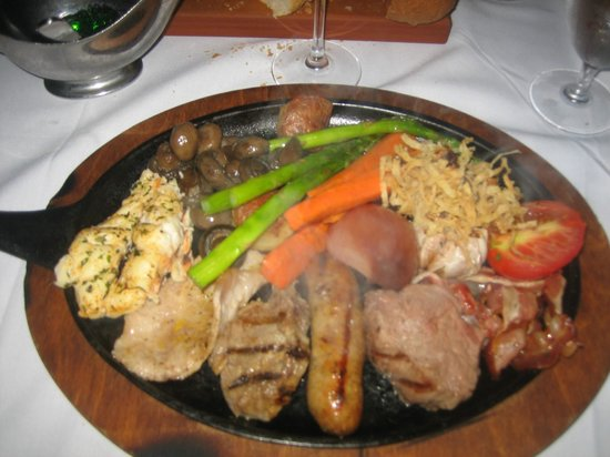 Bahamian Club: mix grill for two, this plate is just for one person