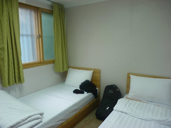Moon's Hostel: twin room