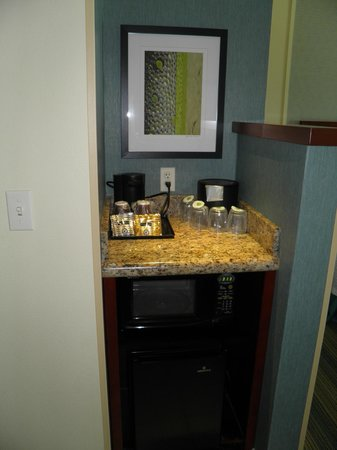 Courtyard Ocean City Oceanfront: Coffee/microwave/fridge