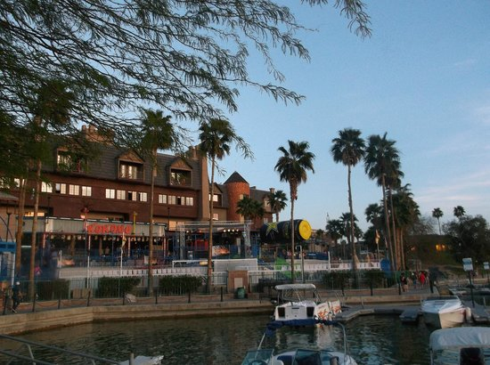 ‪‪Lake Havasu City‬, ‪Arizona‬: The deserted night scene of LHC!‬
