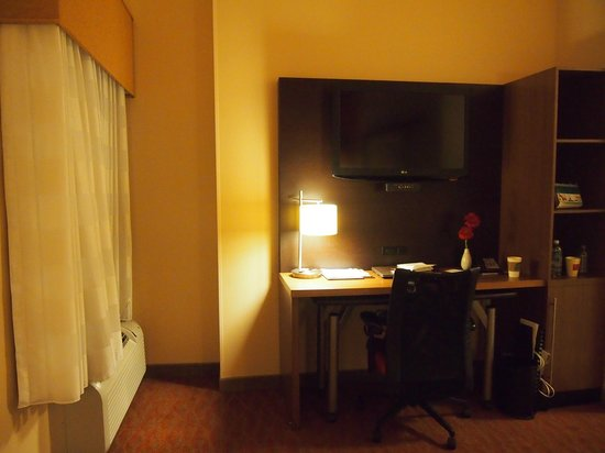 TownePlace Suites San Antonio Downtown: my desk!