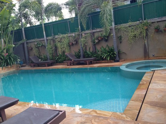 Tanei Boutique Villa: The pool and the jacuzi