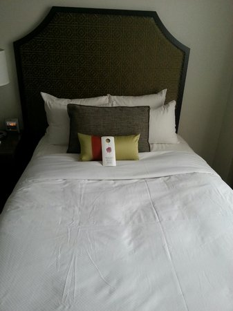 InterContinental Chicago Magnificent Mile: Renovated room beds... extremely comfortable