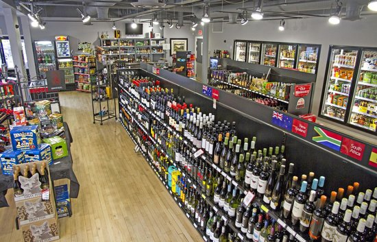 Hotel Squamish: Right next door is the lovely Scotties Liquor Store, pop in to see what they have in stock.