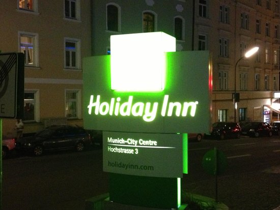 Holiday Inn Munich - City Centre: Holiday Inn Sign