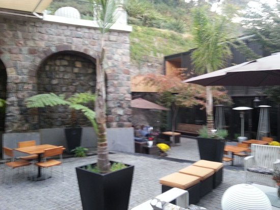 The Aubrey Boutique Hotel: Relaxing courtyard
