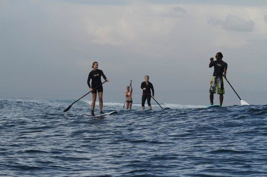 Bali Stand Up Paddle School: Paddling back to beach after surf