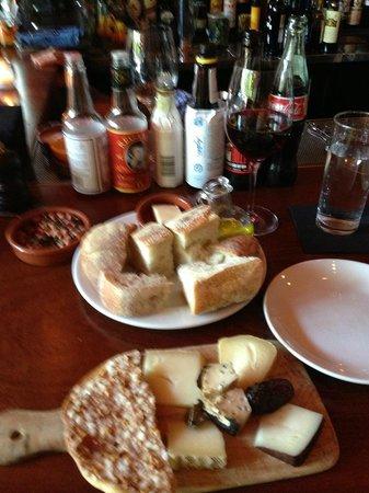 Toro Bravo: Cheese plate, bread and wine
