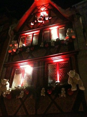 facade noel au tire bouchon strasbourg picture of le tire bouchon strasbourg tripadvisor. Black Bedroom Furniture Sets. Home Design Ideas