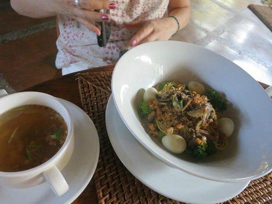 Junjungan Ubud Hotel and Spa: noodle soup (breakfast)