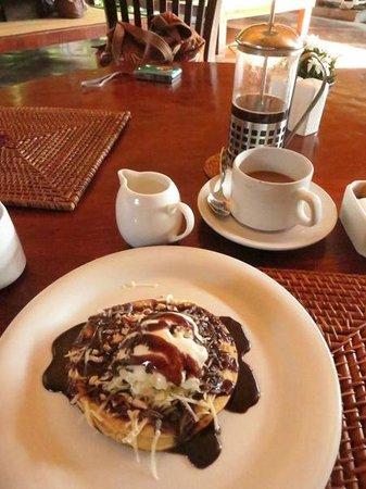 Junjungan Ubud Hotel and Spa: pancake (high tea)