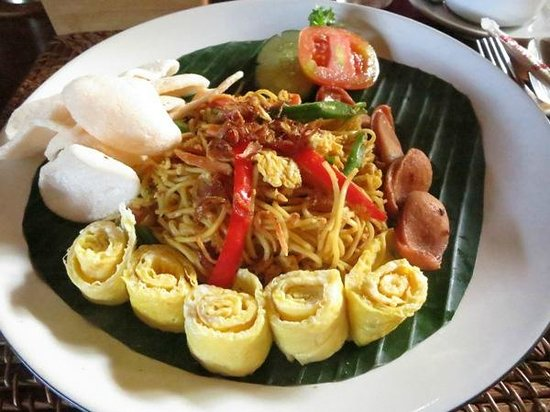 Junjungan Ubud Hotel and Spa: beefun goren (breakfast)