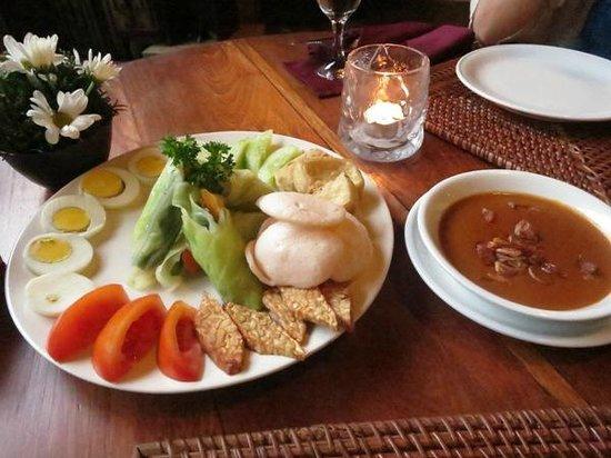 Junjungan Ubud Hotel and Spa: gado gado (dinner)