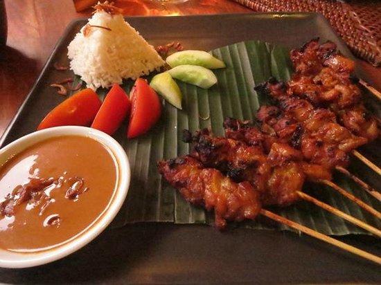 Junjungan Ubud Hotel and Spa: Sate (dinner)