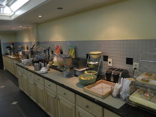Quality Inn Duluth: breakfast food