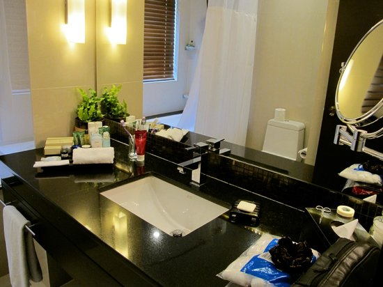 Hilton Colombo Residences: Bathroom
