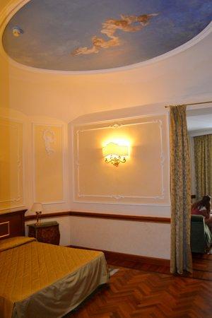 Hotel Hiberia: Pretty ceiling!