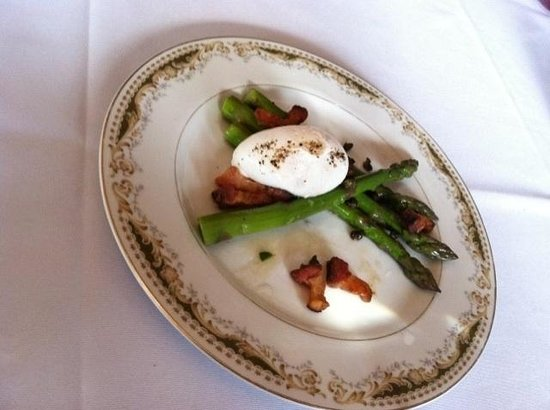 Lilac: Roasted Asparagas with poached egg, capers and bacon