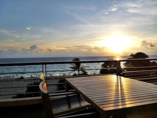 Movenpick Resort & Spa Karon Beach Phuket: Balcony view