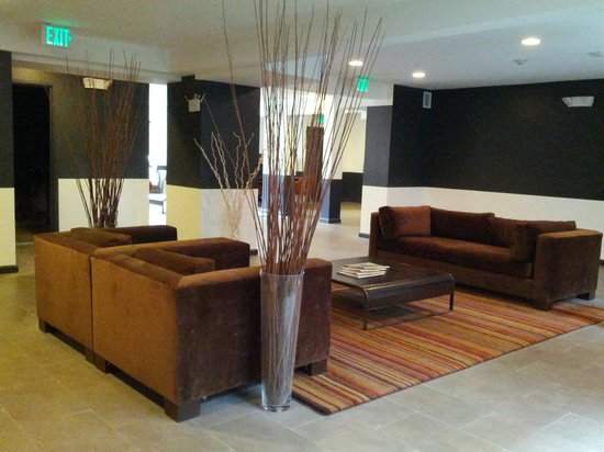 Shelter Hotels Los Angeles: lobby area, pretty swanky considering its a simple hotel