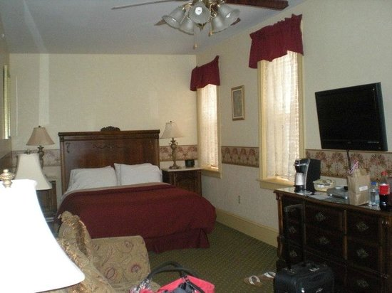 Inn at Jim Thorpe: one room we stayed in ...this was a standard