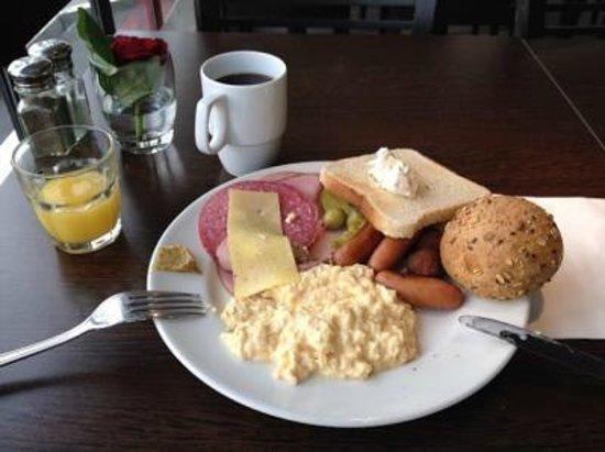 Scandic Rubinen : 朝食のブッフェ
