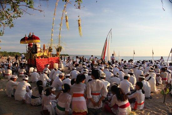 Jimbaran, Indonesien: Melasti Ceremony