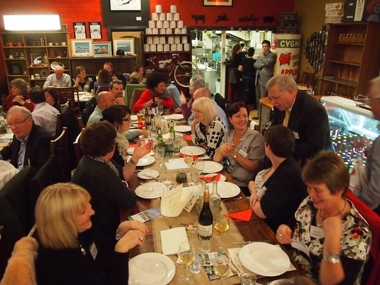 Red Velvet Lounge: Dinner guests having a good time at the large tables