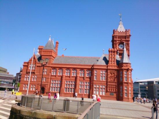 Mermaid Quay: Cardiff Bay