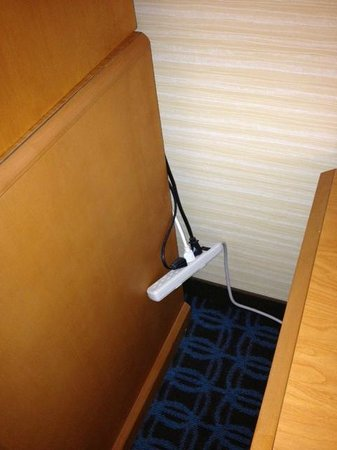 Fairfield Inn & Suites by Marriott, San Jose Airport: power strip