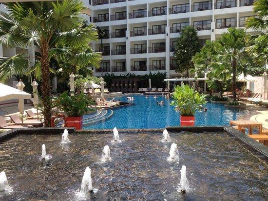 Deevana Plaza Phuket Patong: Pool in mercure