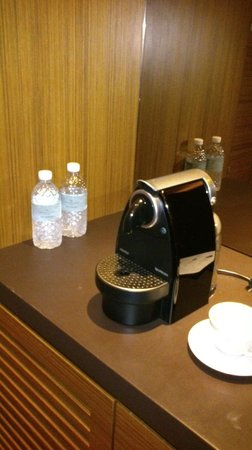 Hotel Fort Canning: in room coffee maker