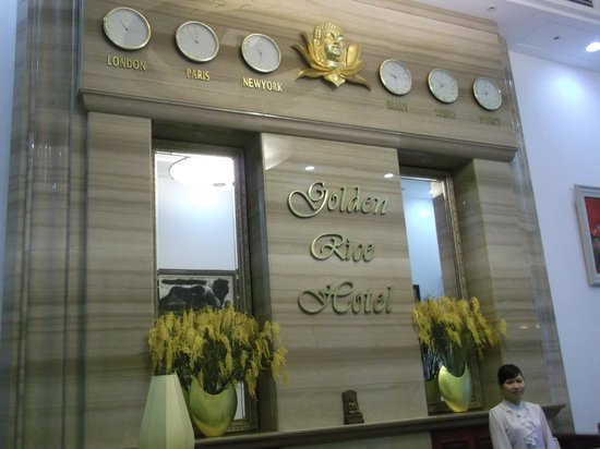 Golden Rice Hotel Hanoi: lovely girls on reception
